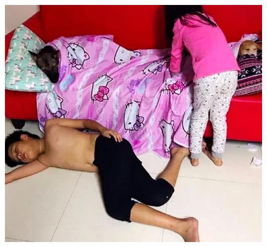 网赌账号冻结怎么出款_男子下班回到家,发现孩子在睡觉,以为有人来了,仔细一看傻眼了