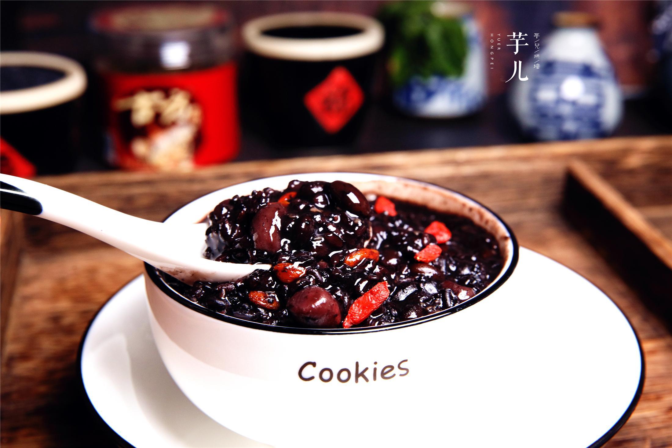 秋冬时节,多给家人喝这粥,简单美味,黏糯可口,补气益血又养颜