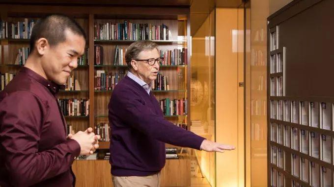 比爾蓋茨辦公室一面墻價值上億,無形炫富最為致命...