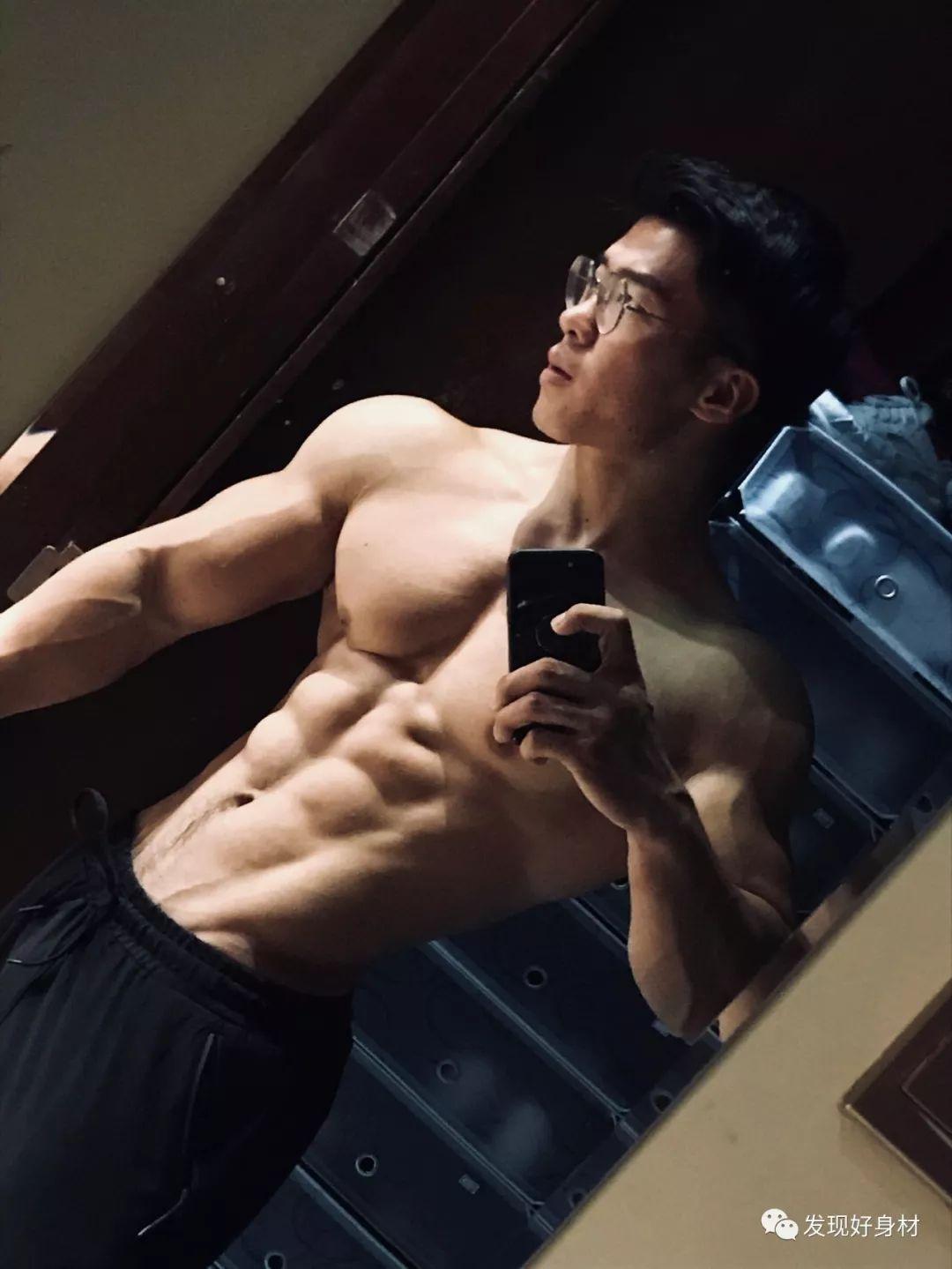 他叫張震,不會演戲,但健身很有天賦!