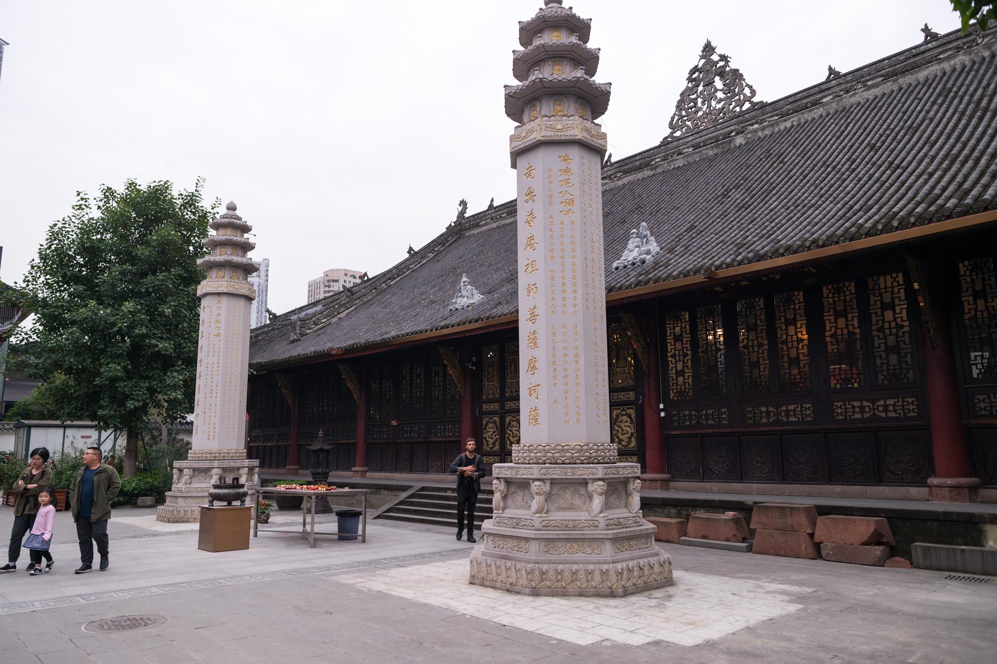 """原創             中國最""""值錢""""的寺廟,地處成都繁華地段,門票免費還贈送3支香"""