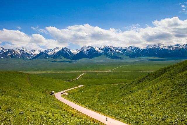原创             我国天然草场面积在15万平方千米以上的省区有七个,西藏面积最大