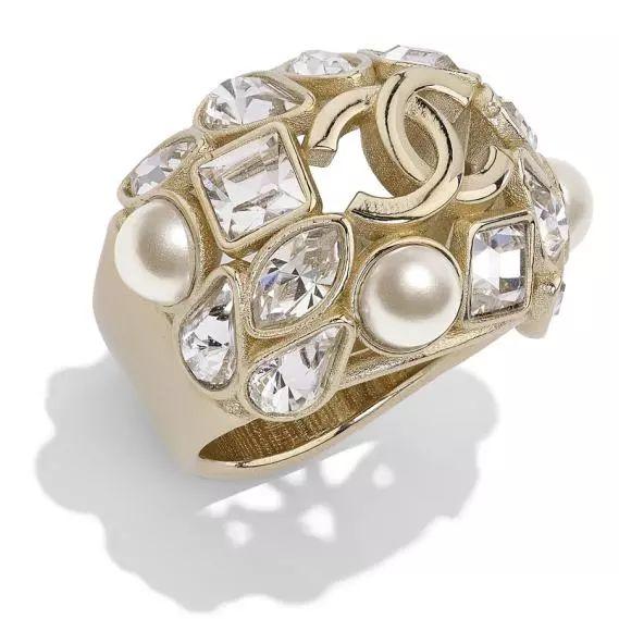 如果你的男友戴珍珠,千万别以为他变了!