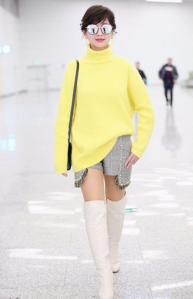 原创             64岁赵雅芝捞金好拼啊,大冬天穿露腿短裤,还踩10厘米厚底鞋!