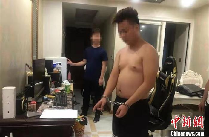 """中国新闻网:广东河源2名""""黑客""""入侵服务器获利百万终落网"""