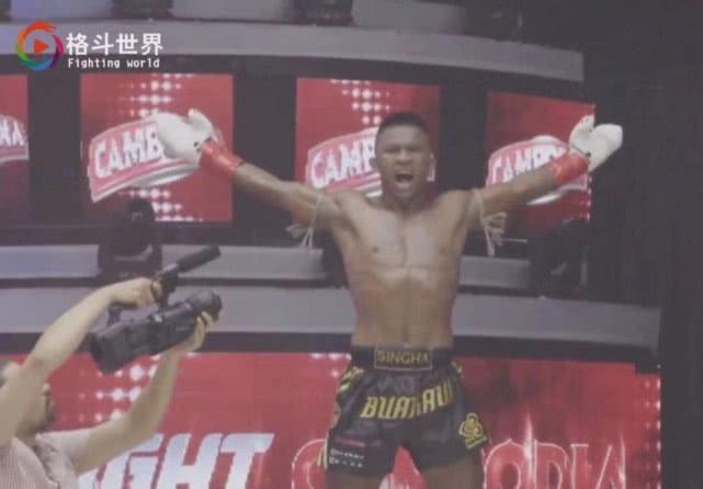 刚刚:37岁播求暴力KO非洲猛将!中国拳王被吓成逃兵!