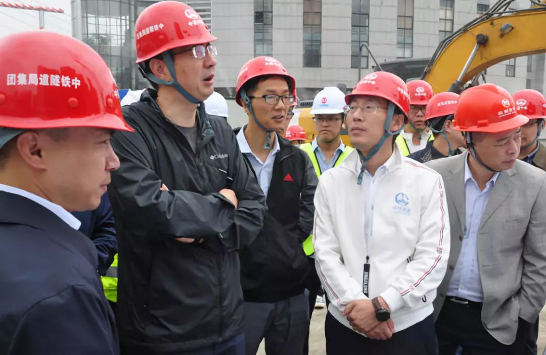 杭州地铁集团朱春雷一行到地铁玉古路站项目检查指导工作