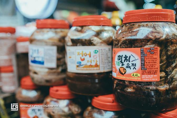 原创             实拍韩国菜市场,海鲜泡菜便宜,但是和韩剧的反差也太大了吧