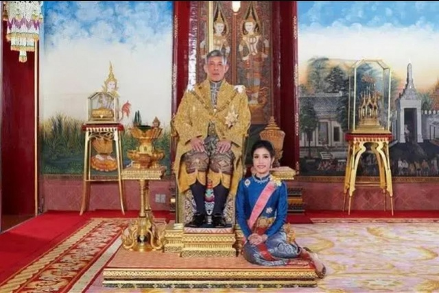 """泰国国王再解职4名皇室官员,卧室警卫罪名涉""""通奸"""""""