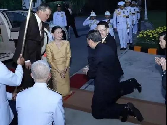 曼谷gdp_潮州人蝉联泰国首富:年入4300亿,扛起5%GDP,泰国王后向他下跪