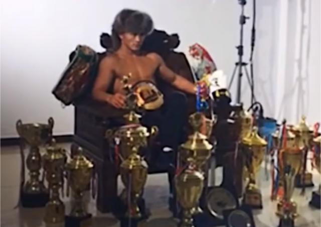 武僧一龙展示冠军奖杯为自己正名,喷子:义乌小商品20元一个