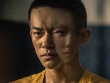 鹿晗留长发演军人,拒绝要剃头的8亿票房电影?不惧传言染粉头发