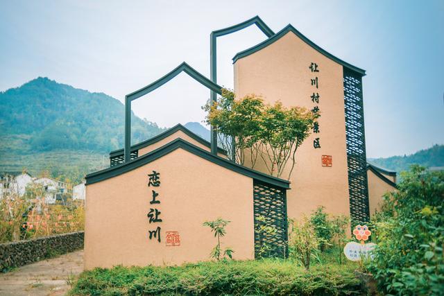 浙江这座兼融畲汉特征的小村落,千年迈樟烧成空心,却仍旺盛成长