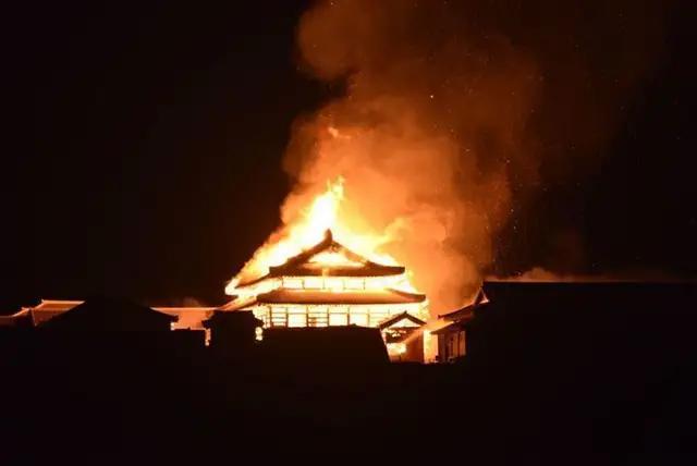 惋惜!冲绳这座国际文化遗产被大火焚毁,它被指定为日本国宝