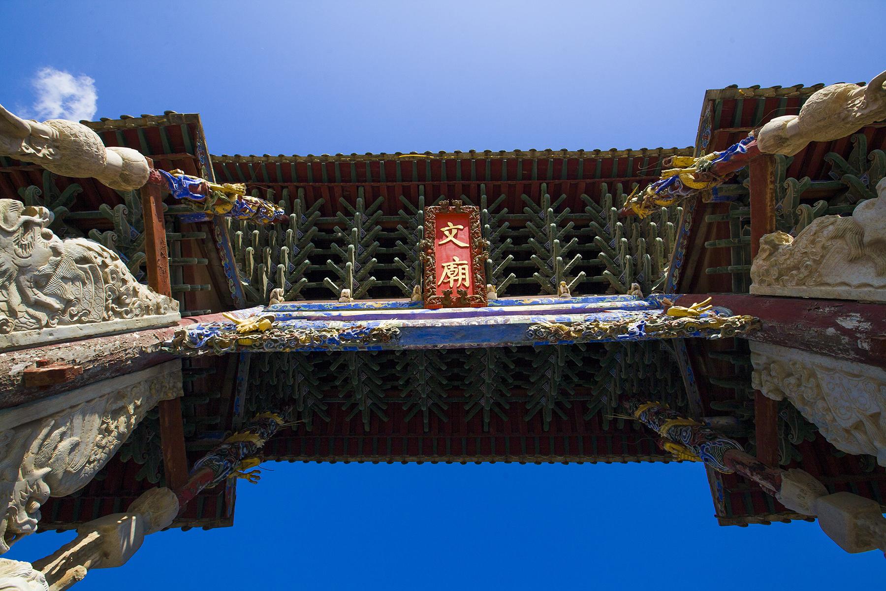<b>东南亚最大的文庙建筑群,集宋元明清四朝建筑精华,内有孔子墓</b>