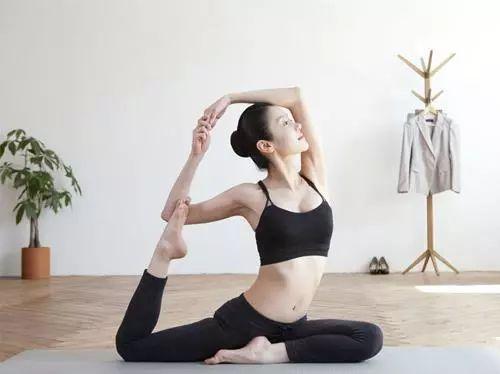 想练就完美的瑜伽体式,从靠墙开始.....
