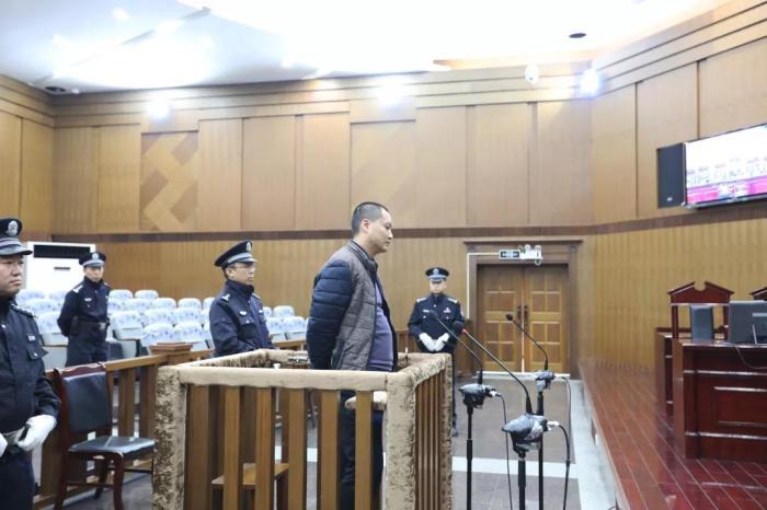 四川乐山公交车爆炸案一审宣判:被告人被判死缓