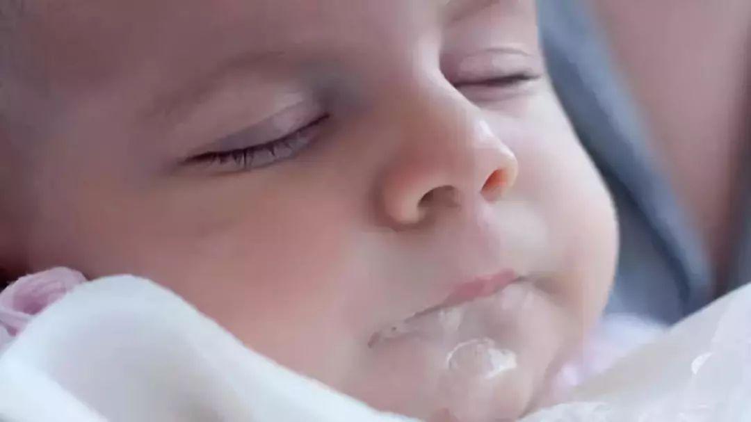新生儿第一周怎么护理,新手爸妈学学!