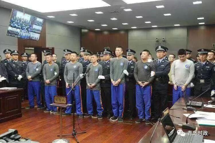 """两黑社会性质组织""""头目""""均获刑25年,青岛法院对11起黑恶势力犯罪案件集中宣判"""