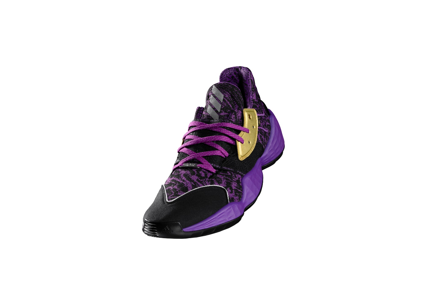 阿迪达斯篮球携手STARWARS发售新系列篮球鞋