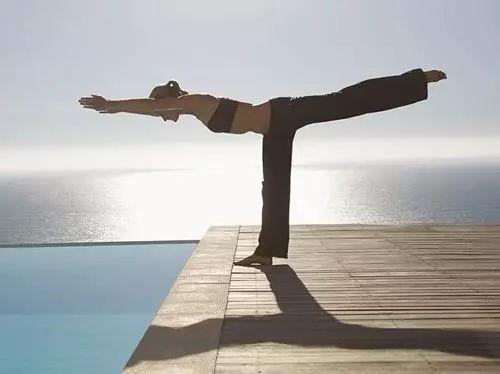 [精彩]一个万能的瑜伽体式,如果这是你的喜爱,你一定有着强大的内心......