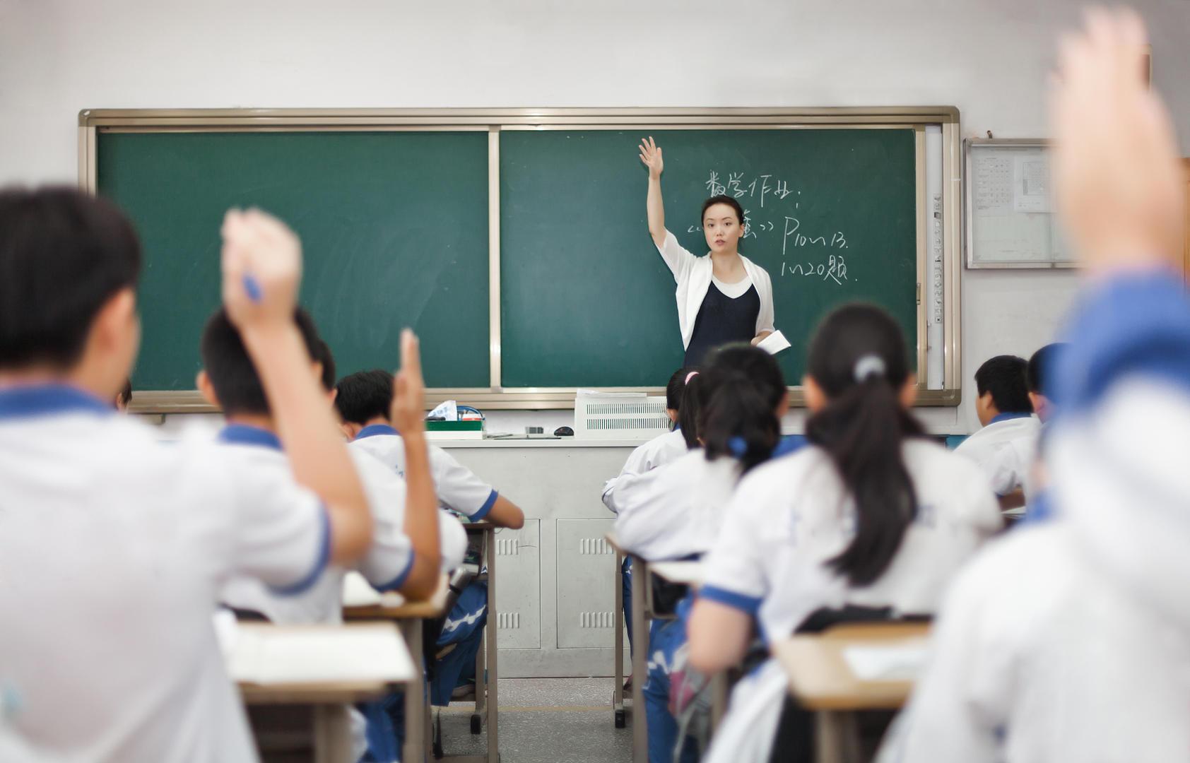<b>今年教师资格考试报考热,传递出哪些信息</b>
