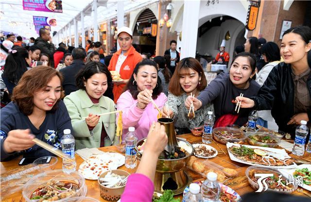 【推荐】新疆国际大巴扎冰屋美食街全新亮相开启冬季运营模式