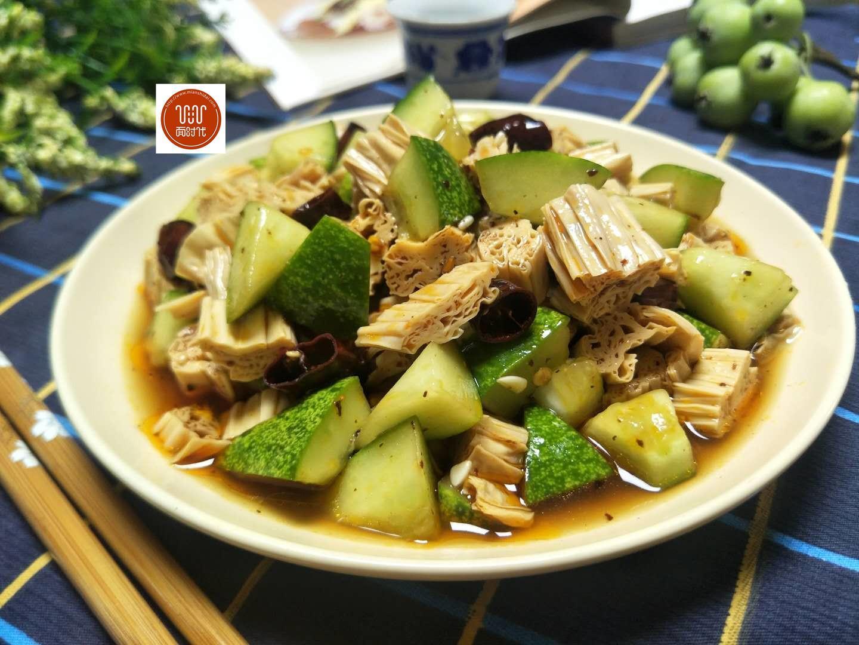 秋天犯懒吃这菜,做法简单营养均衡,口味鲜香有嚼劲,特别好吃!