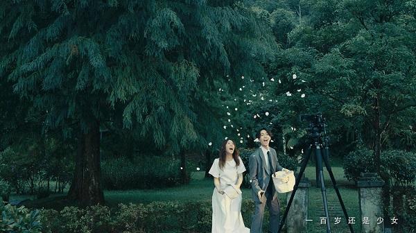 周生生Promessa品牌主题曲《少女》MV幕后花絮 揭秘林宥嘉高甜宠妻的童心日常