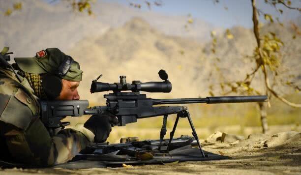 美军狙击手的特殊习惯,为什么开枪前先让子弹晒太阳