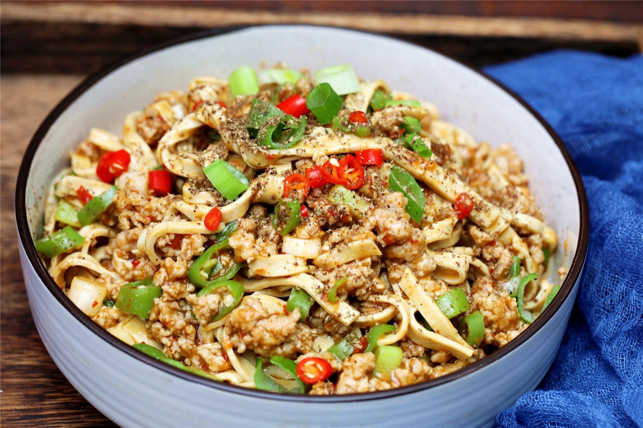 豆腐皮最好吃的做法,麻辣鲜香,美味热络特下饭,连吃三天也不厌