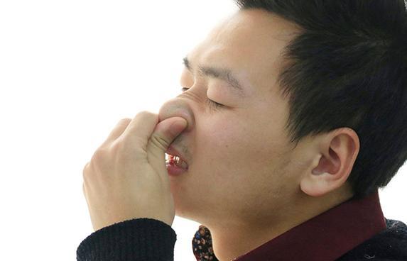 鼻孔缩小手术安全吗 没事总是挖鼻孔会有哪些后果?