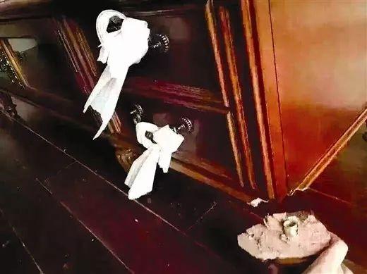 """网购太坑人!1500块的实木的浴室柜竟然是""""纸""""做的!双11临近为什么不能在网上(图1)"""