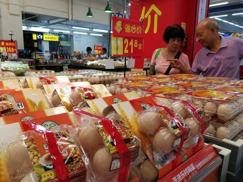 鸡蛋价格突破5年最高价,养一只鸡能赚5.3元