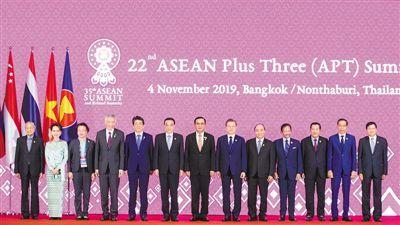 李克强出席第二十二次东盟与中日韩领导人会议