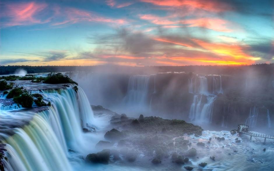 看了这些令人震撼的瀑布,你有没有想去的冲动