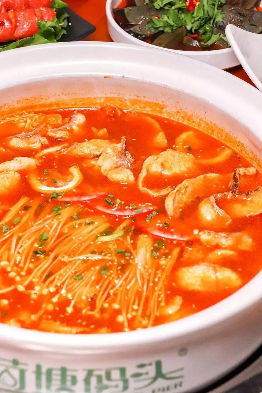 杭州打工:用一条3斤重的黑鱼做成酸菜鱼,肉质爽口 一锅都不够吃