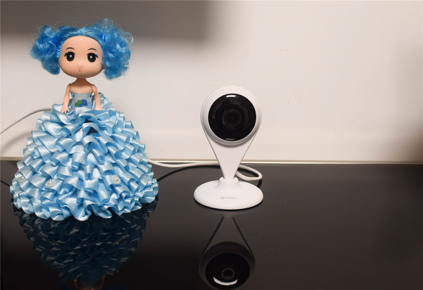 360这个品牌,可以说是家喻户晓的一个品牌,最熟悉的莫过于电脑上的360助手、360安全管家等软件产品,其实在这些软件产品以外还有很多优秀的硬件产品,包括路由器、智能门铃产品、扫地机器人、儿童智能手表等产品.