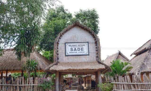 东南亚一原始村落,房子用牛粪浇筑