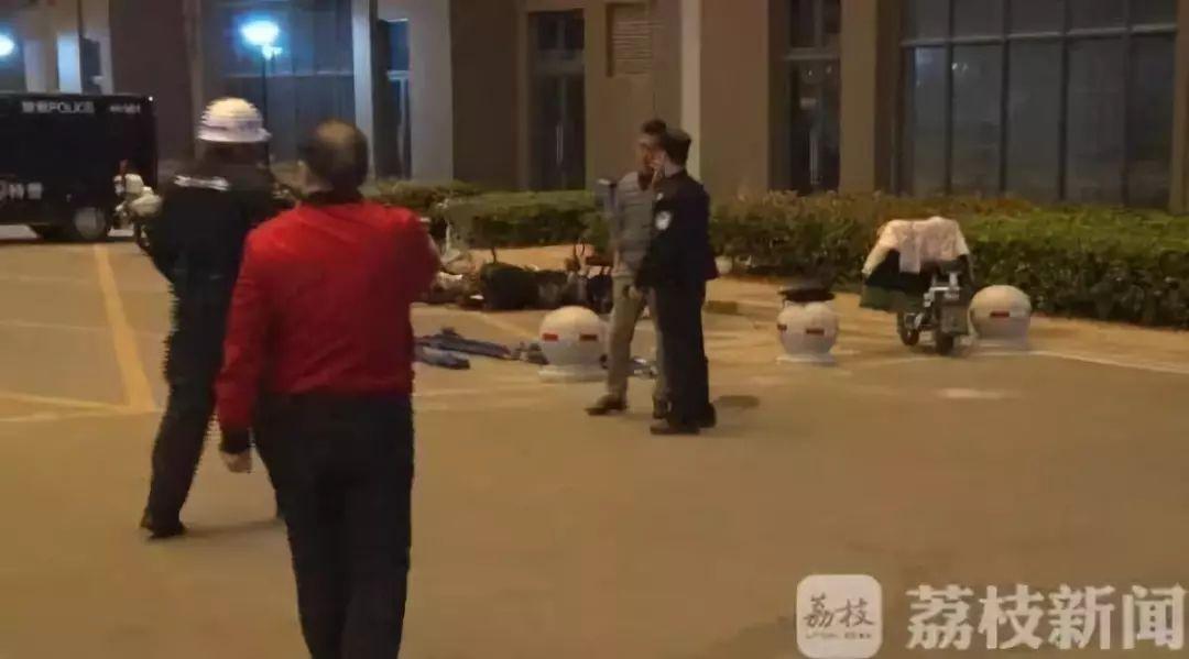 南京一家三口身亡!母子死在室内,丈夫24楼坠亡……
