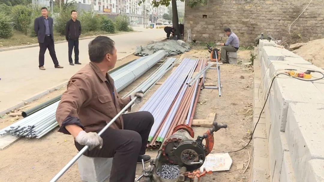 平阴锦水街道:燃气管道安装入户进行时