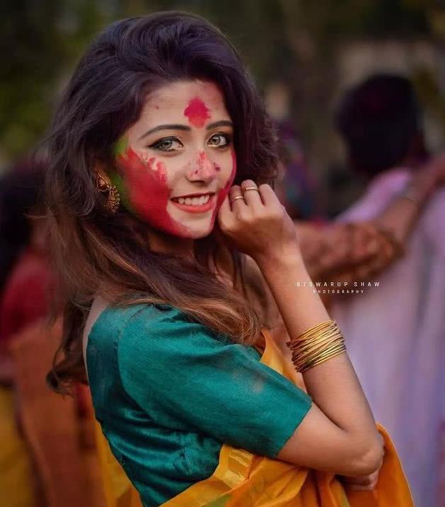 """还记得""""印度美女网红""""吗?满脸油彩也掩饰不住的美"""