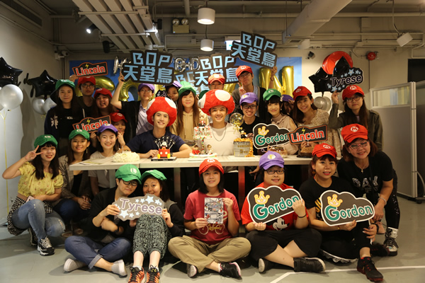 BOP天堂鸟成员叶灏基和粉丝一起庆生,并祝愿BOP天堂鸟可以飞的更高
