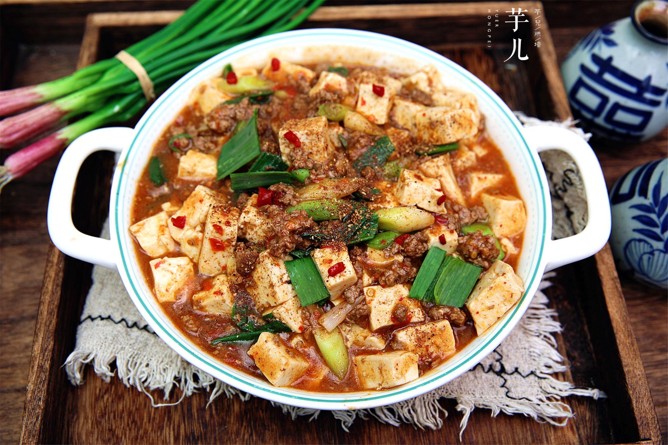 麻婆豆腐的家常做法,色泽红亮,豆腐嫩滑不碎,简单美味特下饭