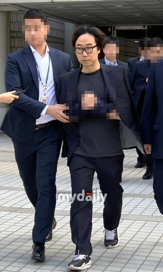 韓警方正式拘留安俊英PD!被爆在娛樂場所接受招待、企圖消滅證據