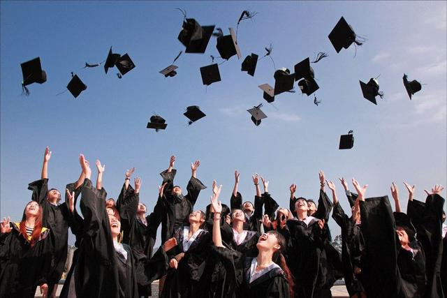 学历,读书无用,成人,高管,能力,企业,胡润,谎言,社会,@Ray,知识科普,学历,高学历,比尔盖茨,985,题主