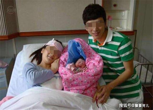 产妇分娩时,准爸爸都在忙什么?若是最后一种,恭喜嫁对了