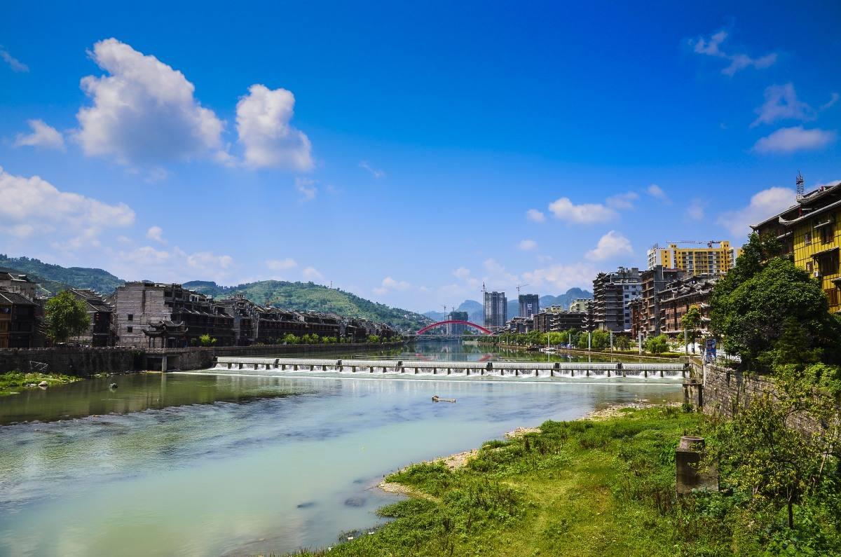 贵州这个小县城,总人口41万,有10万人在外地