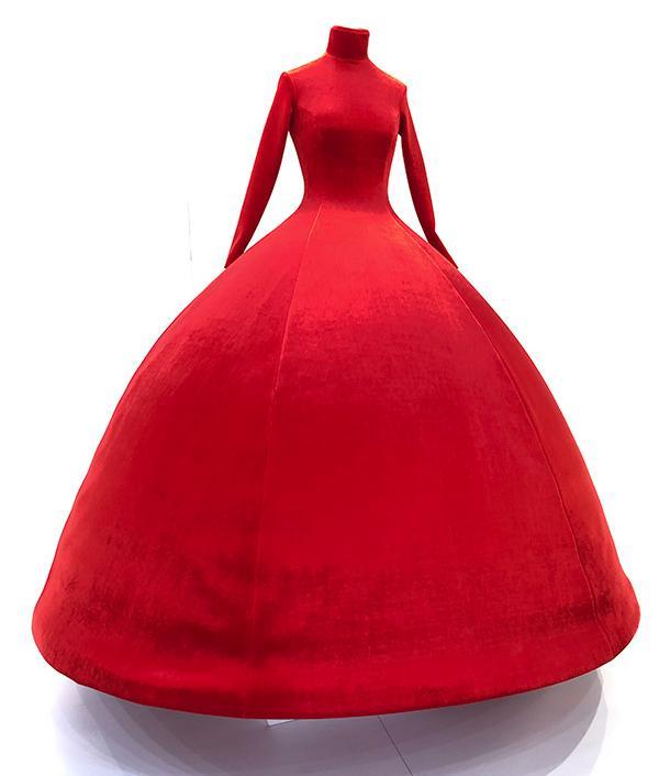 """來看進博會里的""""時尚秀場"""",明年上市的紅色高定裙吸睛無數_品牌"""