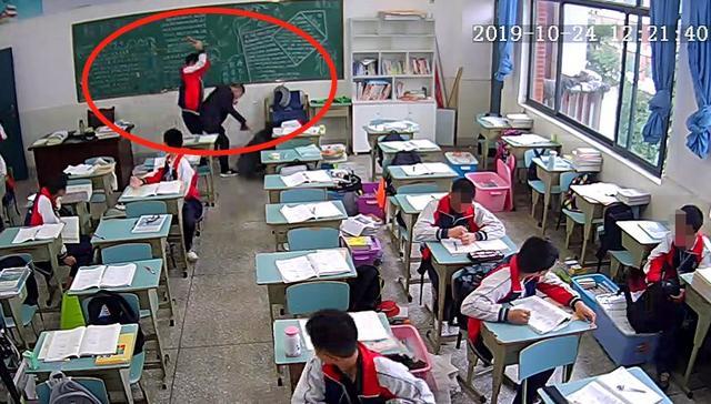 学生拿砖砸老师进ICU:老师到底该不该管孩子?